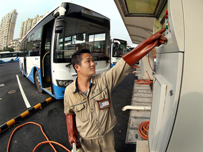 上海:公交車用上太陽能